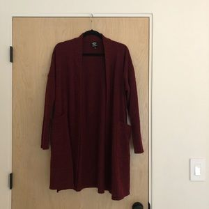 Burgundy open cardigan with pockets